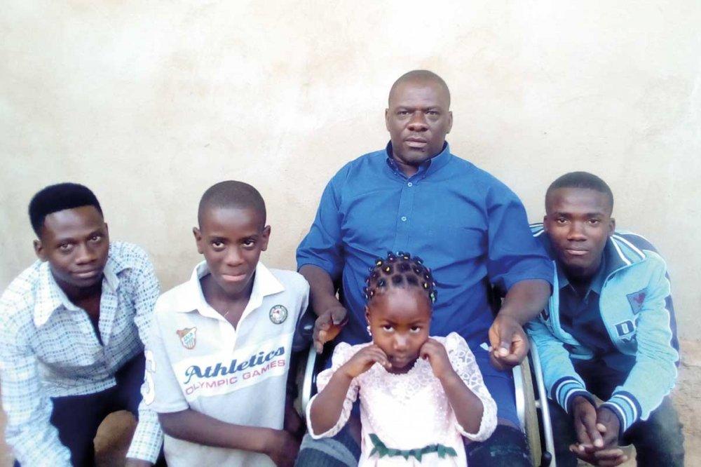Baba Elia con la sua famiglia