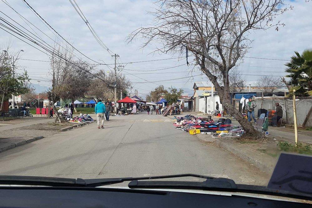 Venditori lungo la strada a La Pintana, Santiago, Cile