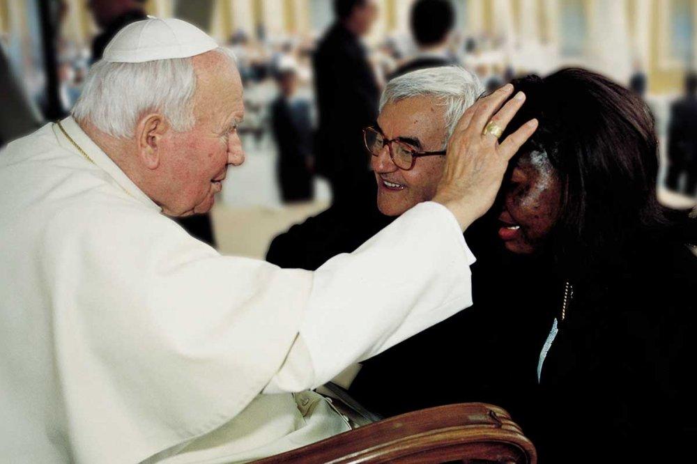 Don Benzi da Papa Wojtyla con Anna