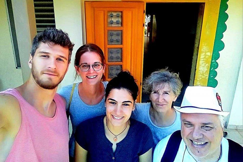 Foto di gruppo dei volontari della casa di accoglienza ad Haiti con Giovanni Ramonda