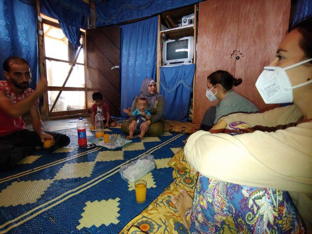Famiglia nel campo profughi