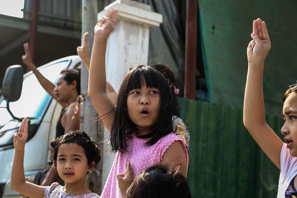 Myanmar bambini
