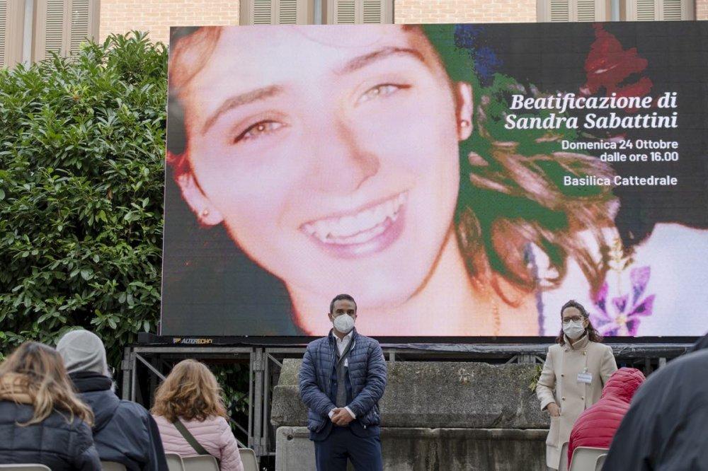 Sandra Sabattini sul cartellone esterno al Duomo di Rimini