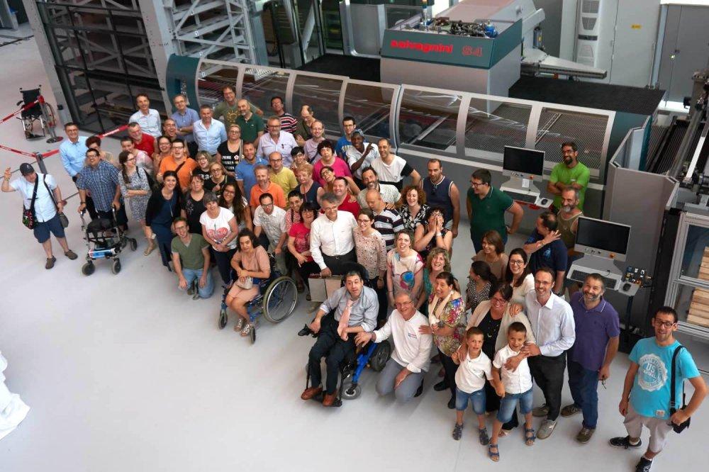 Foto di gruppo disabili ed operatori della cooperativa sociale