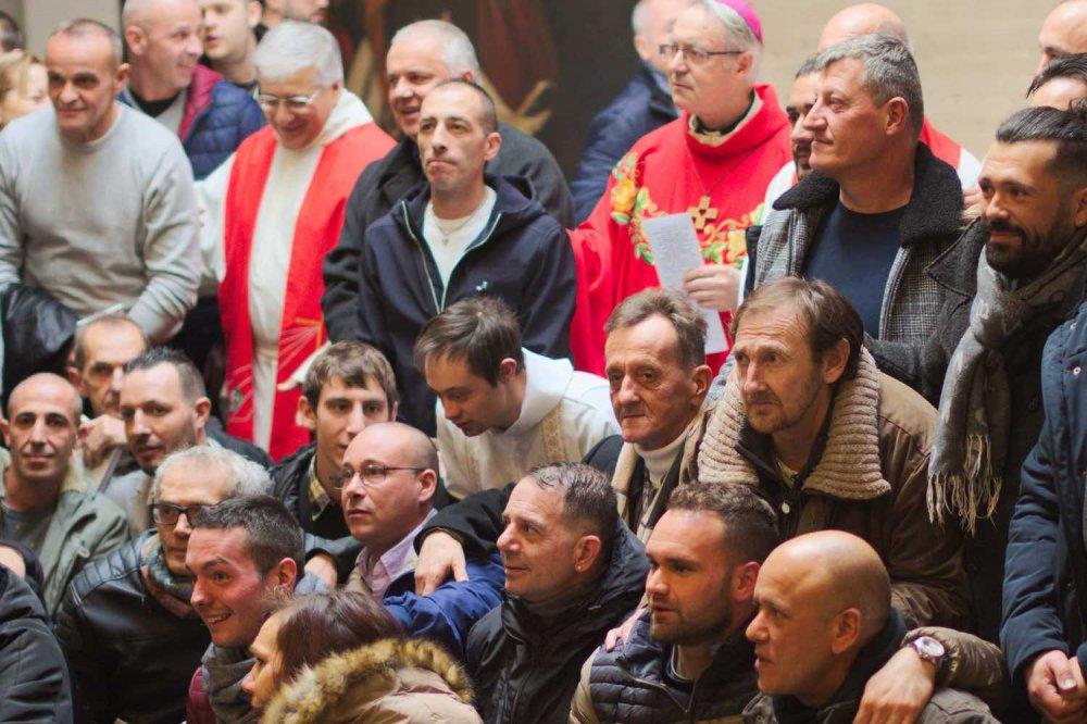 Giovani delle comunità terapeutiche insieme al Vescovo di Rimini Lambiasi