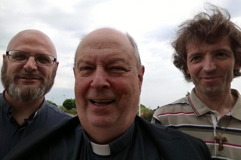 Don Federico Pedrana, il Vescovo di Como Oscar Cantoni e don Roberto Malgesini