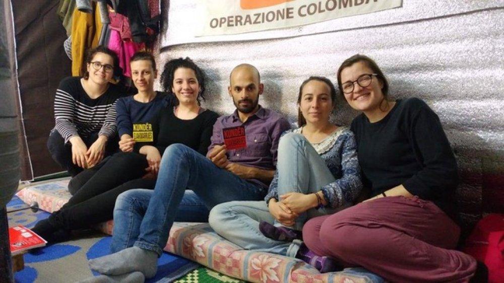 Abdallah con i volontari di Operazione Colomba
